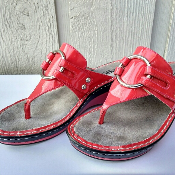 dee32566c20 Alegria Shoes - Women s red Alegria wedge thong sandals size 8